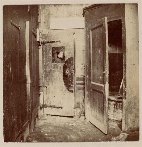 Gedeelte van de vrouwenafdeling van het pesthuis toen het als dolhuis gebruikt werd, eind 19e eeuw